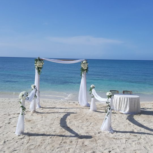 http://bahamasdreamweddings.com/wp-content/uploads/2015/09/20157373_1350822371620514_4654512810535639690_o-540x540.jpg