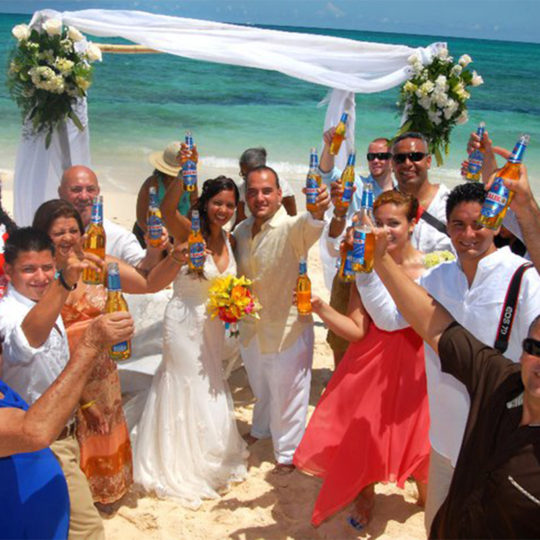 http://bahamasdreamweddings.com/wp-content/uploads/2017/07/1458656_589369211099171_372421498_n-1-540x540.jpg